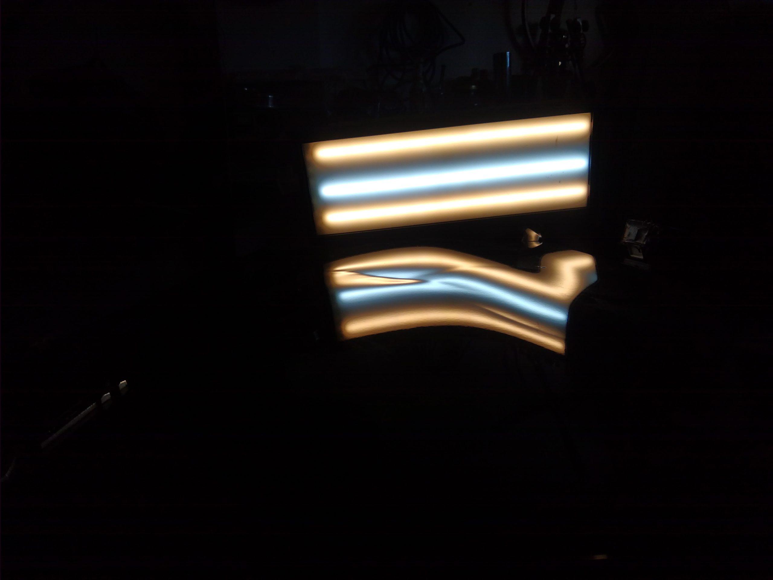 Uszkodzenie widziane pod lampa.